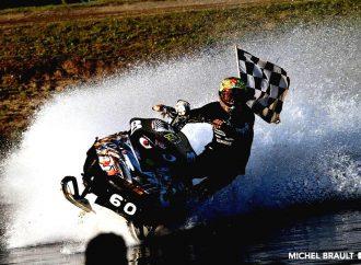 Le Championnat de motoneige sur l'eau vu des airs