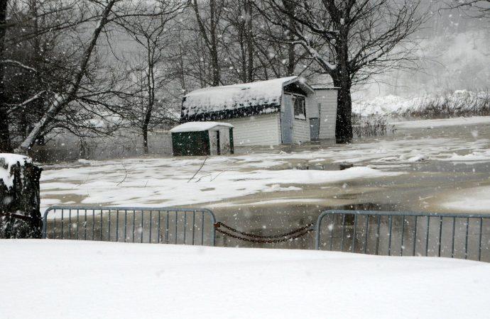 [VIDÉO] Inondations à Drummondville – Les résidents des berges de la rivière Saint-François évacués et d'autres en pré-alerte depuis 7 h 30 samedi
