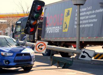 Un apprenti conducteur de véhicule lourd voit son examen pratique final se terminer rapidement