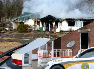 Un incendie détruit complètement une résidence sur la Route à Caya et un feu d'origine suspecte au centre-ville