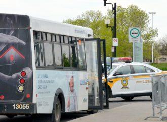 Un individu est intercepté pour grossière indécence à bord d'un autobus municipal