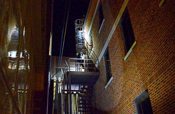 Des jeunes prennent des risques inutiles sur des toitures