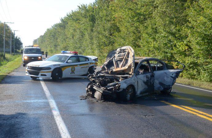 Un conducteur percute un véhicule de la Sûreté du Québec (SQ) sur la 155 direction sud