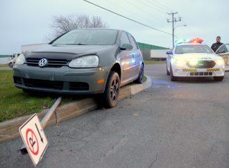 Accident ou contravention? Une fin de journée difficile pour une conductrice