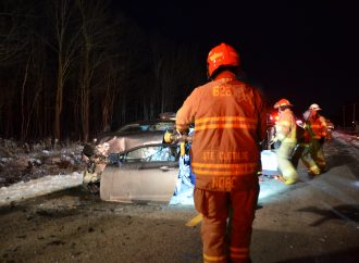 Un travailleur de chantier et un automobiliste blessés dans une violente collision
