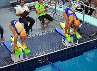 Six participants du Club de sauvetage sportif du Réseau aquatique CSRAD prennent part à une compétition à Blainville