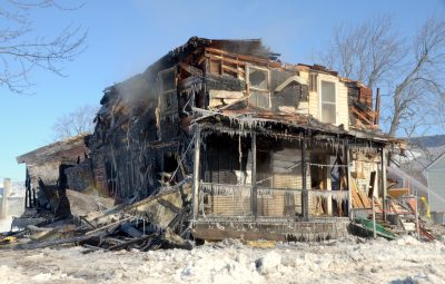 Un incendie suspect détruit complètement une résidence à Durham-Sud