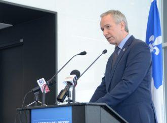 Le ministre André Lamontagne et son homologue ontarien Ernie Hardeman demandent au gouvernement fédéral d'agir rapidement dans le dossier de la main-d'œuvre