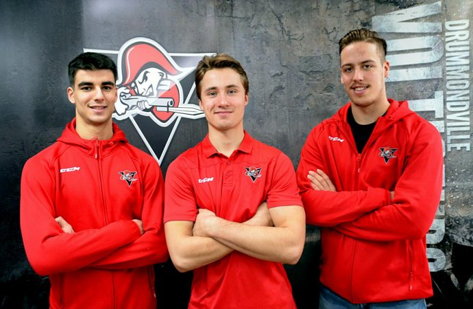 Comtois, Veleno et Beaudin invités au camp de sélection d'Équipe Canada pour le prochain Championnat mondial de hockey junior