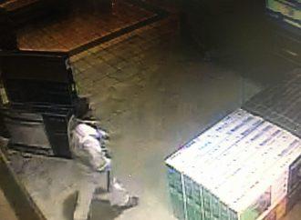 Un voleur s'empare d'un téléviseur de 43 pouces et quitte sans payer