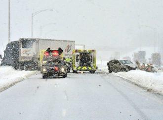 Accident impliquant une semi-remorque et trois véhicules à la hauteur de Drummondville