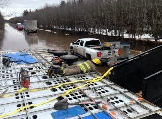 Accident impliquant un poids lourd – Les pompiers sauvent des veaux de la noyade à Saint-Germain-de-Grantham