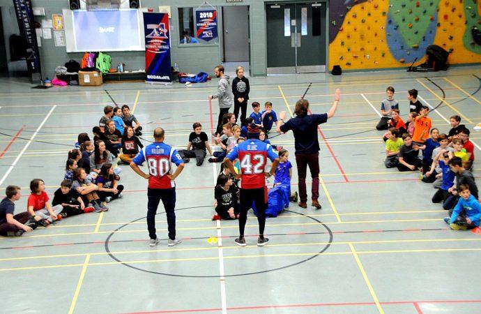 Les Alouettes de Montréal «passent» la passion de l'Ultimate Football dans des écoles de Drummondville et Saint-Germain-de-Grantham