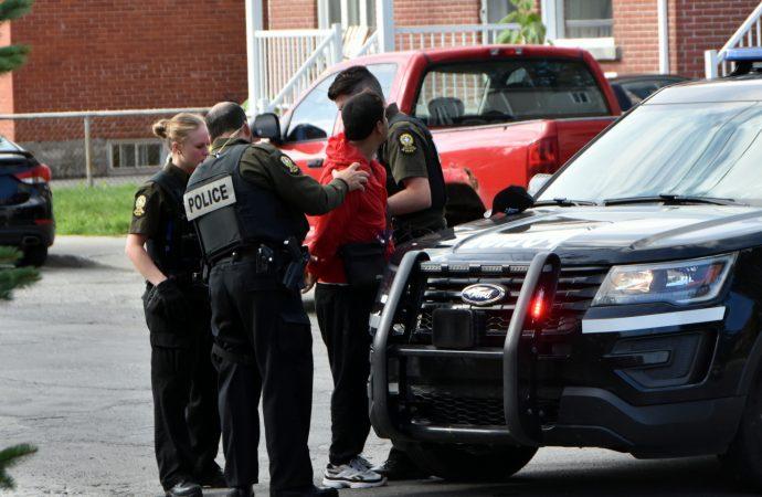 Un homme arrêté au terme d'une importante opération policière sur la 14e avenue à Drummondville