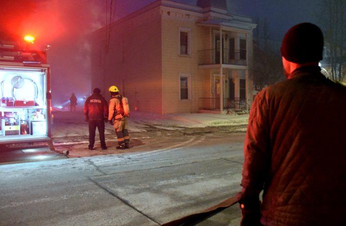 Incendie suspect rue Dorion à Drummondville – Le Service incendie transfère le dossier à la SQ