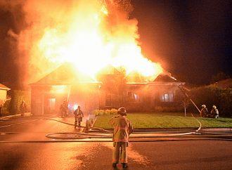 Une résidence familiale complètement détruite par un violent incendie à Drummondville