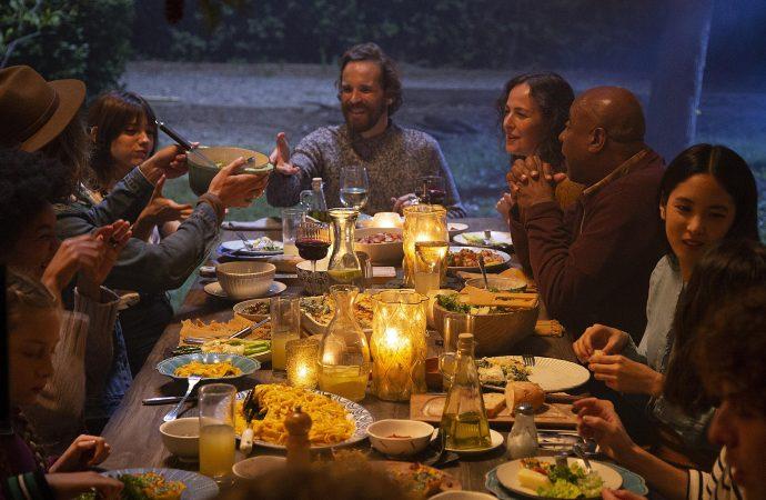 Les Québécois passent plus de temps devant un écran qu'autour d'un repas avec la famille et les amis