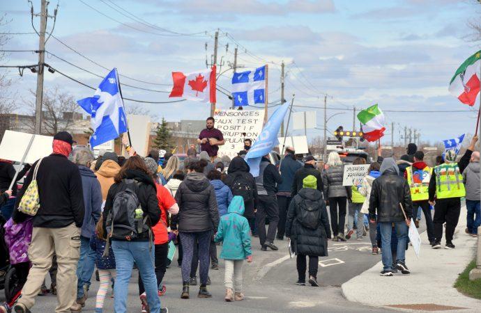 Manifestation contre les mesures sanitaires et constats d'infraction à Drummondville