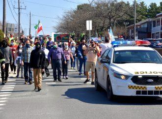 Covid-19 – Des manifestants à Drummondville font entendre leur mécontentement face aux mesures imposées par le gouvernement