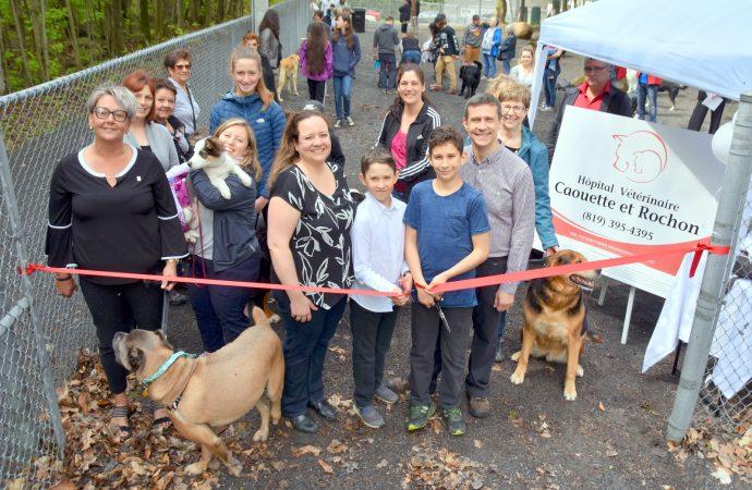 Un parc canin unique dans la région! – Le Parc canin Dr Claude Caouette m.v. – Hôpital Vétérinaire Caouette et Rochon inauguré dimanche dernier
