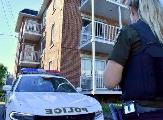 Frappe policière de la Sûreté du Québec et GTI rue St-Damien à Drummondville
