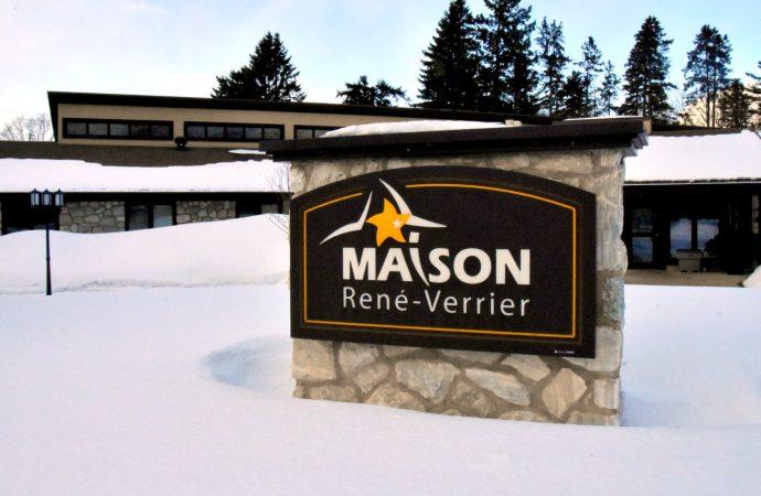 La Maison René-Verrier accueille deux nouveaux partenaires financiers et relance son plan de dédicace.