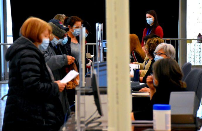 La CNESST exige le port du masque médical en continu à l'intérieur dans les milieux de travail partout au Québec dès le 8 avril