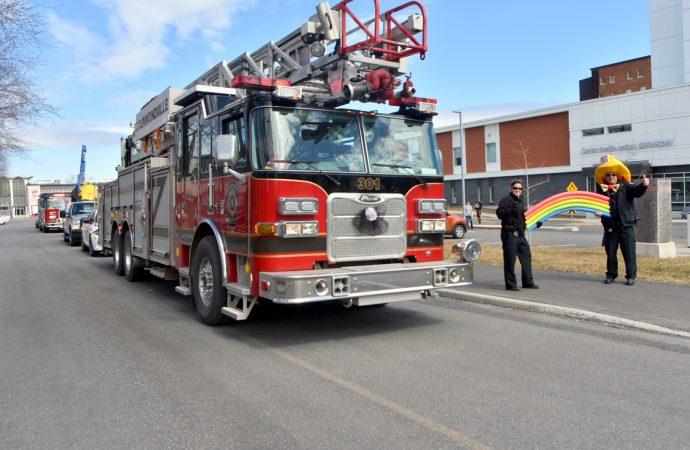 Une visite qui fait du bien, les pompiers soulignent l'effort soutenu des ''Anges Gardiens'', résidents et patients à Drummondville