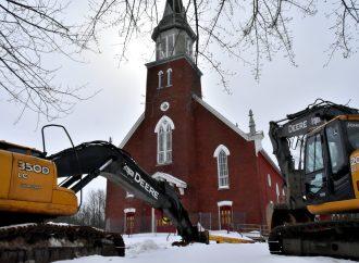 Démolition de l'église de Saint-Edmond – Des paroissiens tournés vers l'avenir