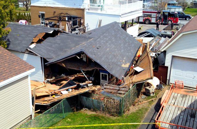 Une violente explosion dans un garage résidentiel fait un blessé près de Drummondville