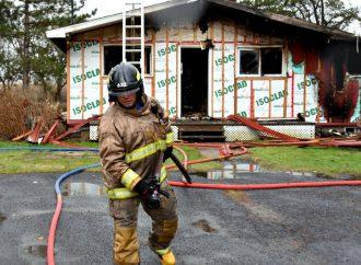 Incendie – Une résidence détruite par un incendie à Sainte-Clotilde-de-Horton