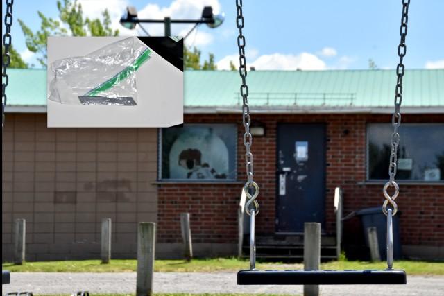 Une adolescente blessée par une lame dissimulée sur une chaîne de balançoire à Drummondville