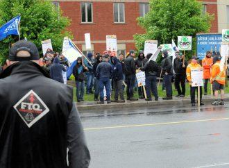 Les employés de la construction manifestent à Drummondville