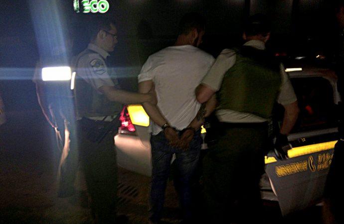Poursuite policière et arrestation dans un quartier résidentiel