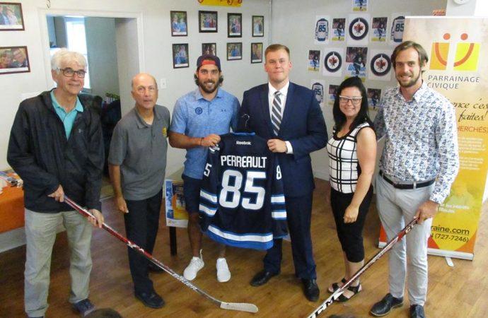Mathieu Perreault parrain d'un tournoi de Dek hockey