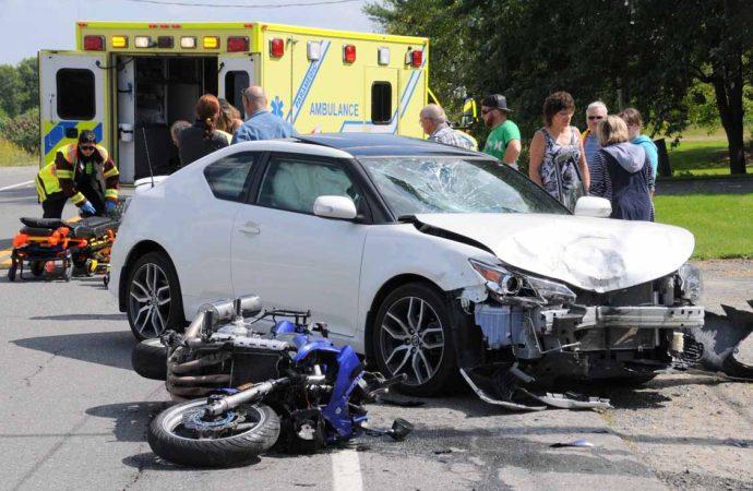 Spectaculaire accident de motocyclette à L'Avenir