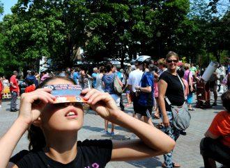 300 Drummondvillois ont regardé l'éclipse au centre-ville