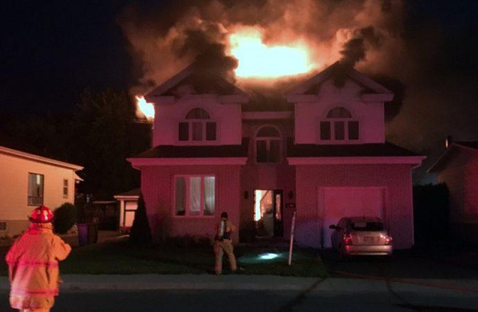 Incendie de résidence, une femme et deux enfants l'ont échappé belle