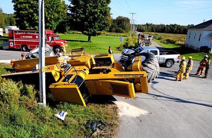 Accident entre un véhicule agricole et une camionnette sur la route Ployard