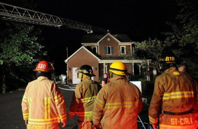 Incendie rue Mauricie, à Saint-Cyrille