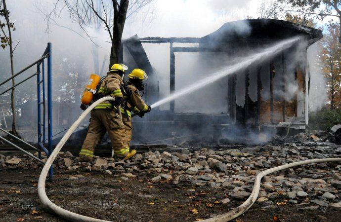 Une cabane à sucre dévorée par les flammes à Wickham