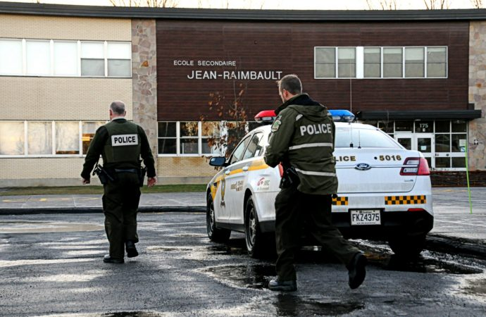 (VIDÉO) Appels de menaces envers des policiers et des écoles de Drummondville: Vaste déploiement de la Sûreté du Québec
