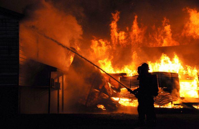 Un feu d'une grande envergure détruit poulailler et bêtes à Wickham