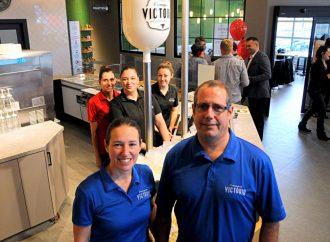 Ouverture officielle de la Fromagerie Victoria à Drummondville – Michel et Édith Collins ainsi que l'équipe vous attendent