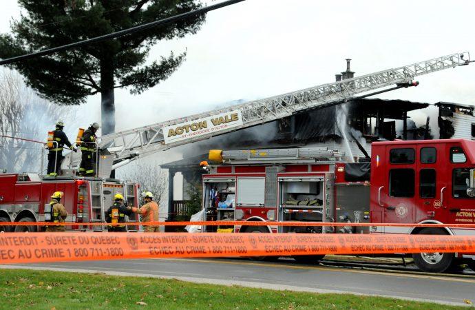 (VIDÉO) BILAN  – Un père de famille et son fils de 6 ans périssent dans l'incendie de la résidence familiale