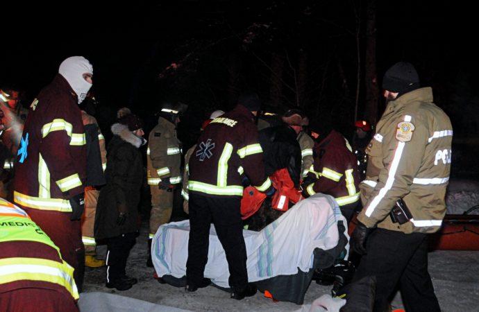 [VIDÉO] Saint-Lucien – Une opération de sauvetage permet de sortir 5 personnes prisonnières des eaux glacées