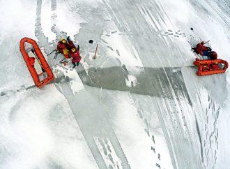 Exercices de sauvetage sur glace et en eau froide sur la rivière Saint-François