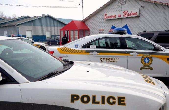 La Sûreté du Québec investit les locaux du Bar MADONA à Saint-Germain-de-Grantham