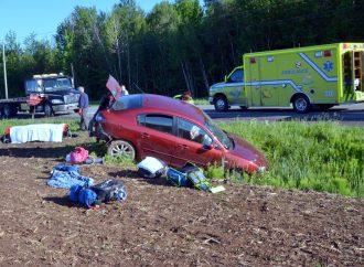 Une violente embardée d'un véhicule avec cinq occupants sur la route 122