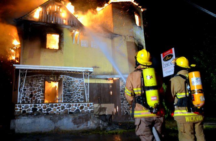 Le Bar l'Escale de l'Avenir totalement ravagé par un grave incendie-Six personnes perdent leur emploi